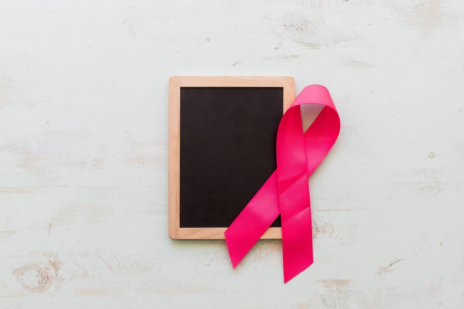 Outubro Rosa: Nos unimos à ONG Cabelegria para doar perucas a mulheres diagnosticadas com câncer de mama